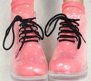 Okul müdürünüzü veya müdiresini çileden çıkartacak trensparan ayakkabılar
