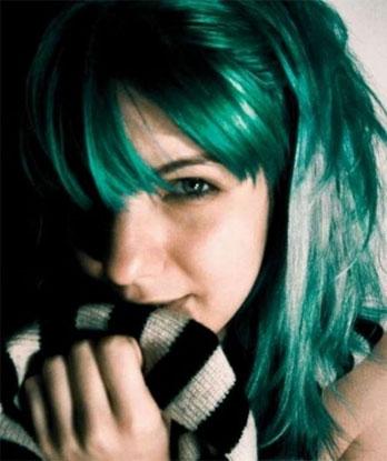 bayanbilen rengarenk saçlar