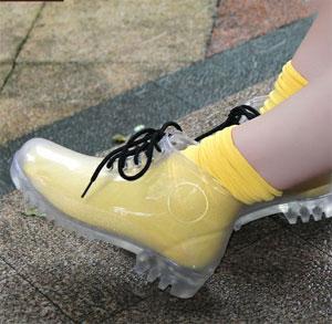 Transparan ayakkabı kombini